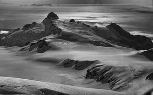 Dawn over Fourpeaks, Alaska van