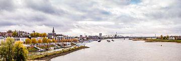 Nijmegen vanaf de Waalbrug van Henk Verheyen