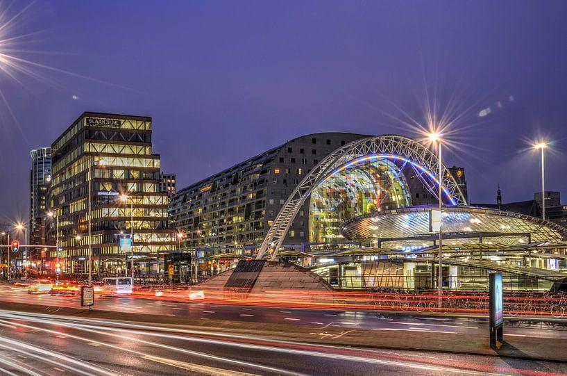 Rotterdam: Ochtendspits op de Blaak van Frans Blok