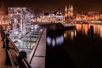 Lift naar de metro in Amsterdam van Daan van Oort