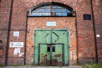 Port de Gdansk, ancienne porte verte dans le bâtiment du port sur Eric van Nieuwland