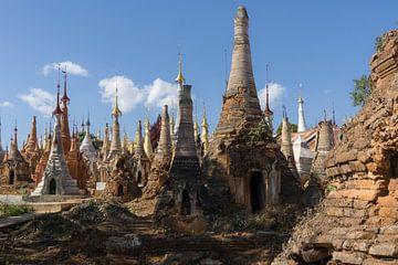 Tempels bij Inle Lake, Myanmar van Annemarie Arensen