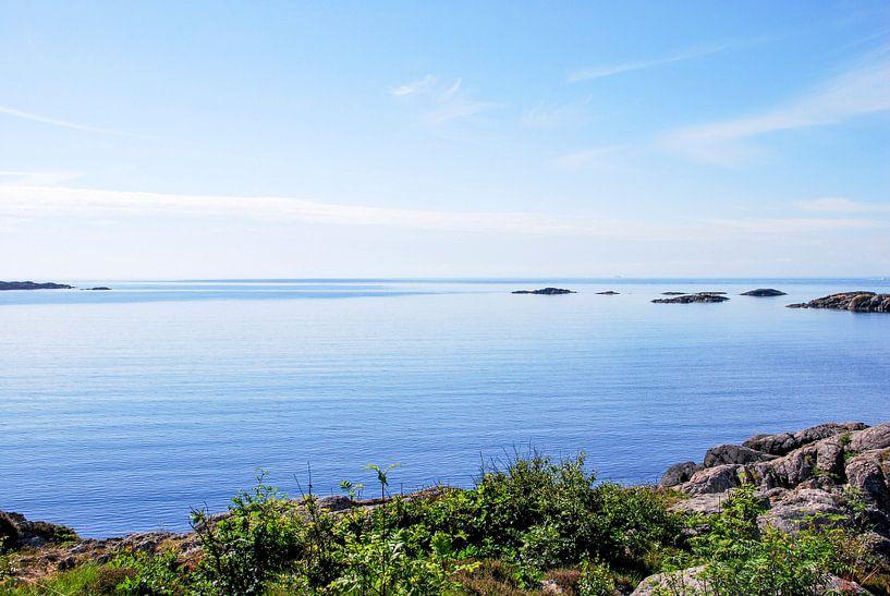 zeezicht in Noorwegen van Marlies Wolfert