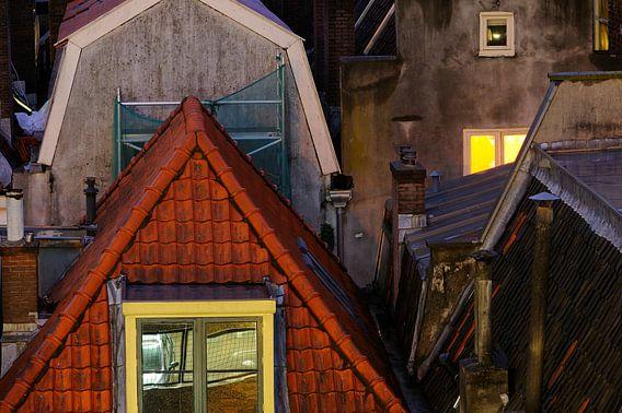 De achterzijde van huizen aan de Oudegracht in Utrecht van Donker Utrecht