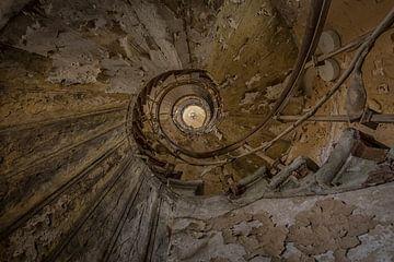 Decay stairs van Kelly van den Brande
