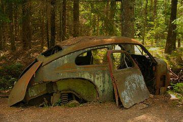 Alte Volkswagen Beetle auf einem Schrottplatz von Kvinne Fotografie