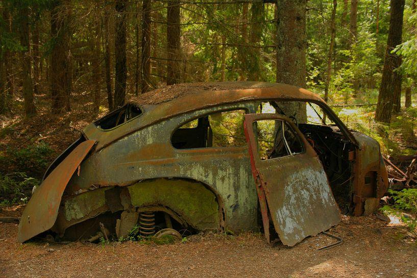 Oude Volvo Katterug op autokerkhof van Kvinne Fotografie