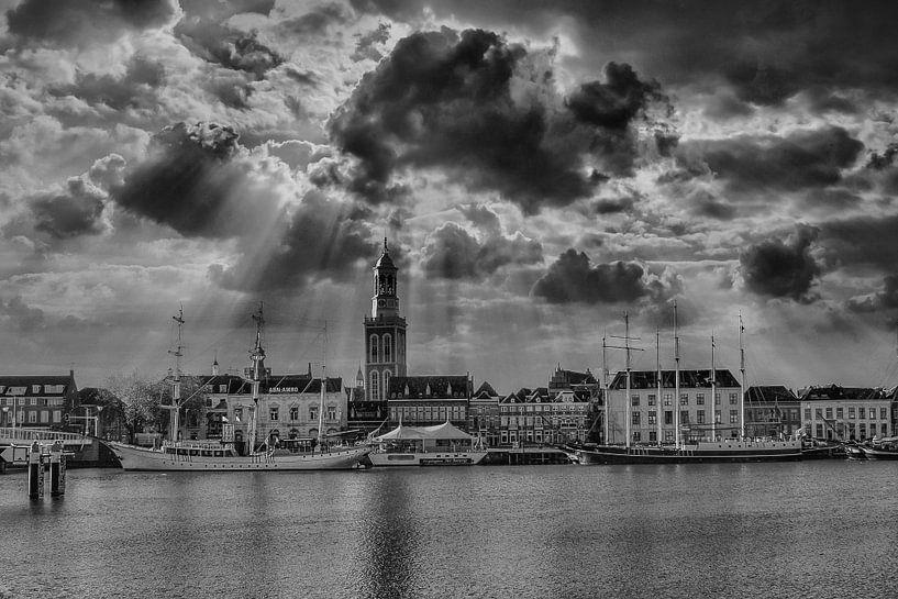 Noir et Blanc, Nuages, Lumière, Kampen, Pays-Bas sur Maarten Kost