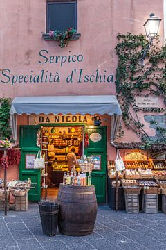 Traditionele delicatessenwinkel in Forio, eiland Ischia, Italië van Christian Müringer