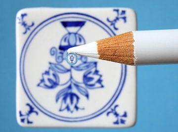 Fleurs sur carreau bleu Delft sur