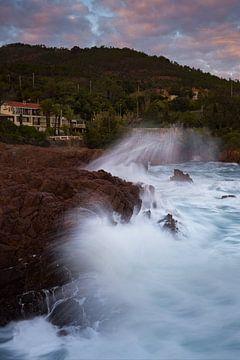 Welle an den Esterel-Küsten von Yannick Lefevre