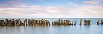 Oude zeewering in het IJsselmeer van
