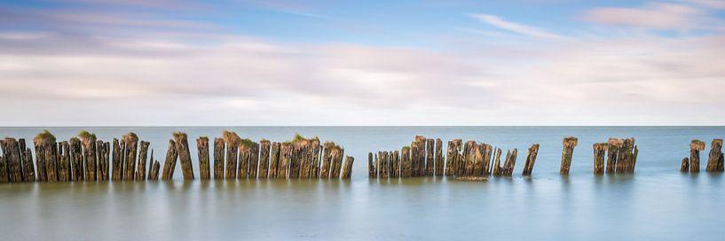 Oude zeewering in het IJsselmeer van Jenco van Zalk