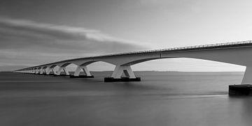Seebrücke lange Verschlusszeit in Schwarzweiß von Marjolein van Middelkoop