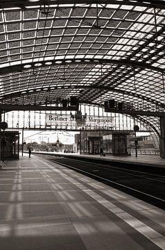 Main Railway Station at the BerlinHauptbahnhof  sur Silva Wischeropp
