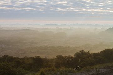Duinen Katwijk in de mist van Menno van Duijn