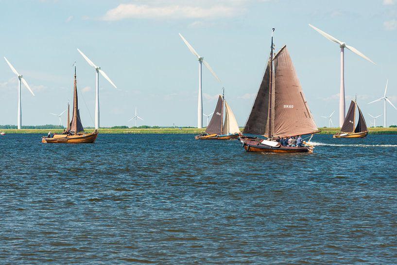 Antieke Botters op het water van Brian Morgan