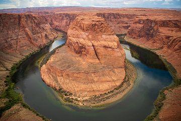 Horseshoe Bend is een hoefijzervormige meander ... van Ton Tolboom