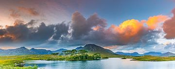Panorama eines Sonnenuntergangs in der Connemara von Henk Meijer Photography