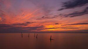 Sunset IJsselmeer van Martien Hoogebeen Fotografie