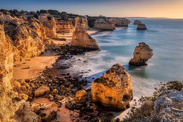 Praia da Marinha, Algarve van Adelheid Smitt