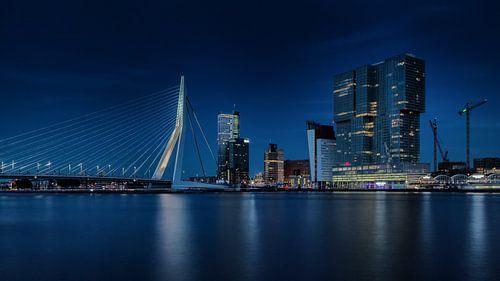 Nachtfoto Rotterdamse Skyline van