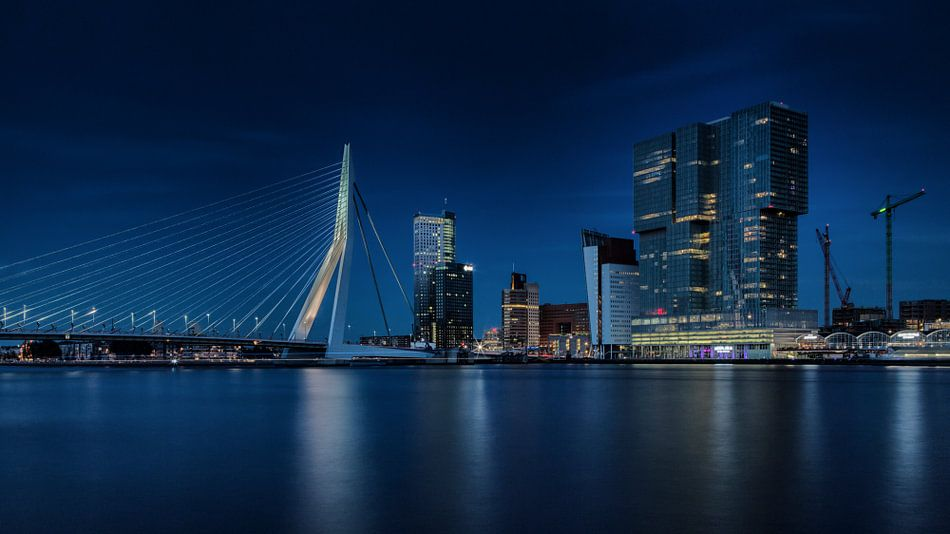 Nachtfoto Rotterdamse Skyline van Paul Kampman