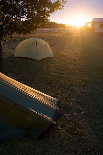 Zonsopgang op de camping in Nieuw Zeeland van Eddo Kloosterman