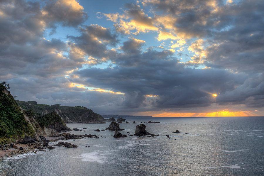 Zonsondergang aan Playa de Silencio (Asturië, Spanje)