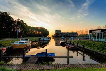 Haven van Leek tijdens zonsopkomst van R Smallenbroek