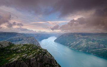 Zonsondergang op de Preikestolen, Lysefjord, Noorwegen van