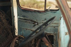 Verrostetes Auto von Awid Safaei