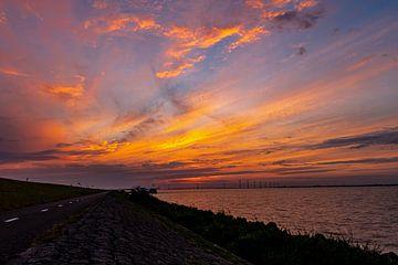 Zonsondergang aan het Ketelmeer van Henk Simmelink
