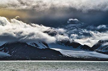 Gletsjers bewolkt van Kai Müller