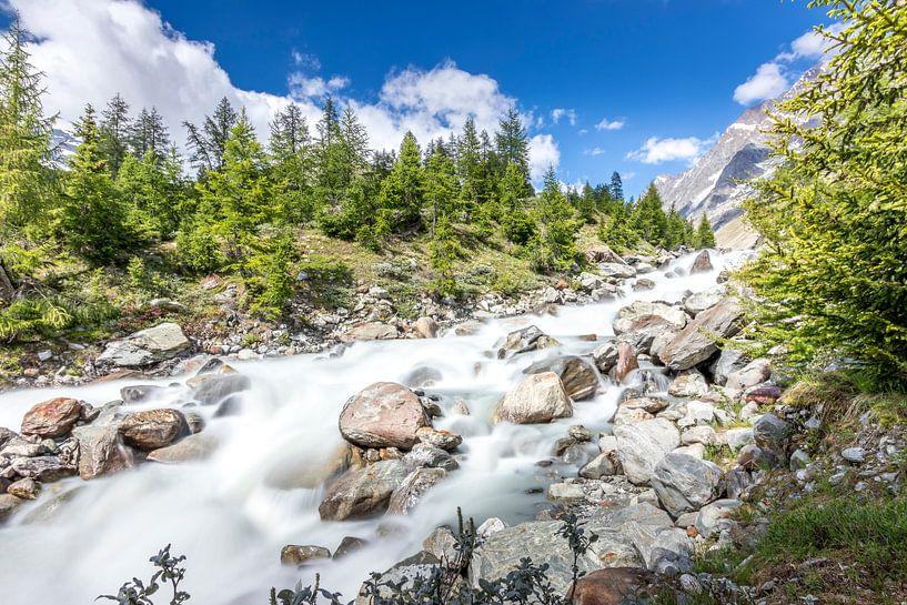 Waterval in de Lonza in het Lötschental van Ad Van Koppen