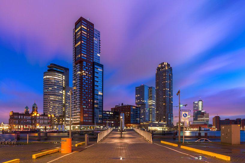 Kop van Zuid in het Blauwe uurtje (Skyline Rotterdam) van Prachtig Rotterdam