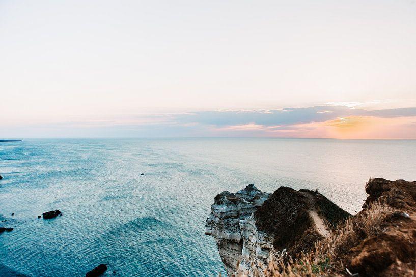 zonsondergang aan de prachtige kust van Frankrijk van Lindy Schenk-Smit