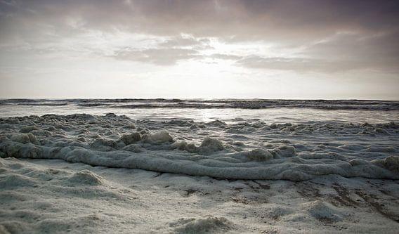 schuim op zee van Dirk van Egmond
