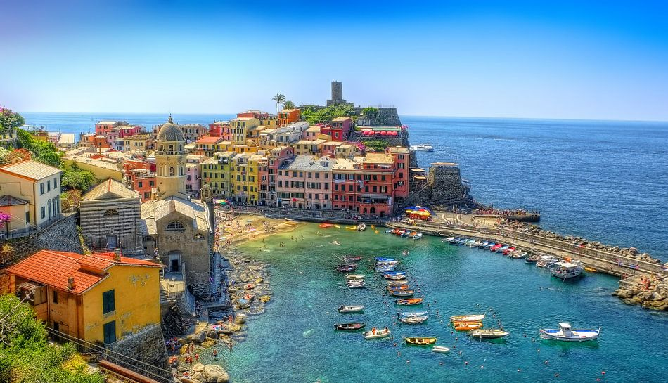 Vernazza in Cinque Terre, Italie van Rens Marskamp