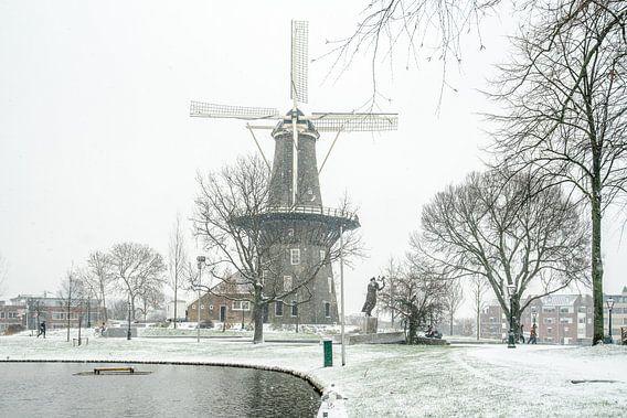 Leiden in de sneeuw/ molen De Valk