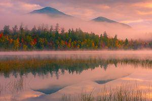 Herfst bij Connery Pond in Adirondacks State Park