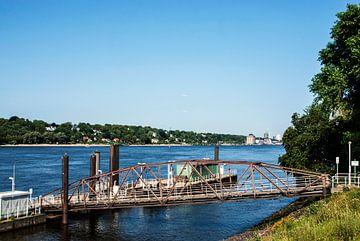 Hamburg: uitzicht op de Elbe van Norbert Sülzner