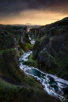 Kloofkloof met rivierloop op het eiland IJsland van Voss Fine Art Fotografie