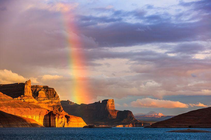 Rainbow over the Padre Bay, Lake Powell van Henk Meijer Photography
