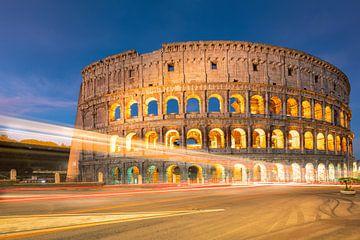 Het Colosseum in Rome bij nacht, Italië van Bas Meelker