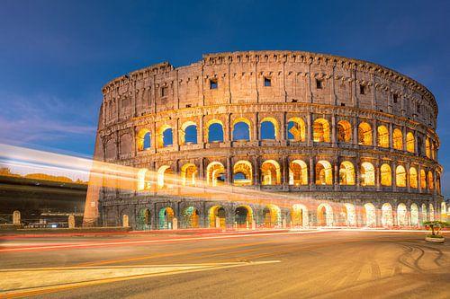 Het Colosseum in Rome bij nacht, Italië