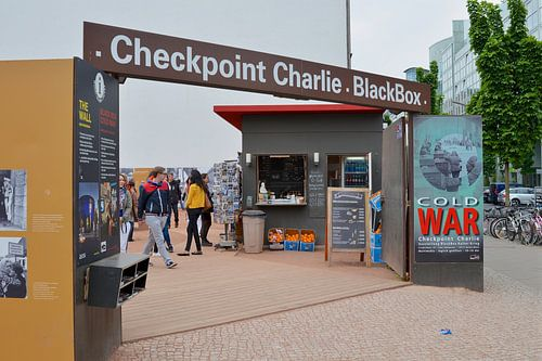 Checkpoint Charlie  van Freddie de Roeck
