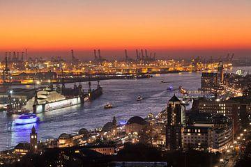 Hamburger Hafen bei Sonnenuntergang von Markus Lange