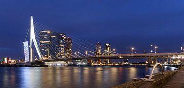 Avond skyline van Rotterdam van Mister Moret Photography