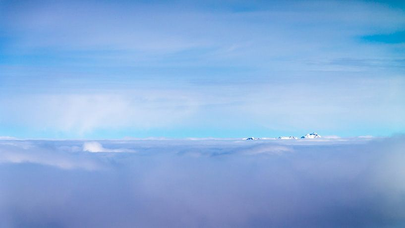Over the Clouds van Thomas Froemmel